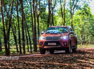 Trải nghiệm Toyota Hilux 2016