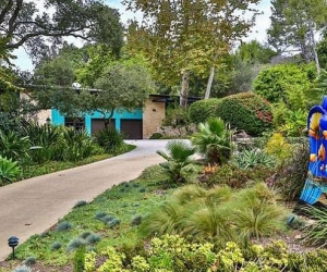 Cận cảnh biệt thự sân vườn mới tậu của Miley Cirus