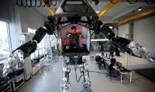 Method 2 - Robot có người lái cao 4 mét của Hàn Quốc