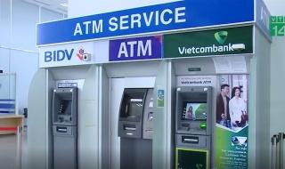 Tăng phí rút tiền ATM lên 10.000 đồng, ngân hàng mới hết lỗ