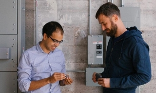 Hai tỷ phú thành danh nhờ startup Internet Vạn vật