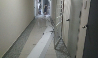 Cư dân phát hoảng khi trần thạch cao chung cư bất ngờ đổ sập