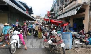 Bỏ chợ tiền tỷ tiểu thương mua bán bát nháo đường phố