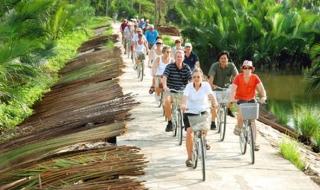 Khách quốc tế đến Việt Nam cán mốc 15 triệu lượt