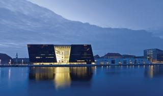 Thư viện hoàng gia Đan Mạch với 2 khối đá granit đen như than