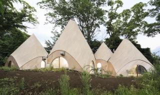 Mê mẩn nhan sắc cụm nhà hình búp nấm ở Nhật