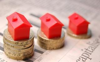 """Cổ phiếu bất động sản lao dốc, báo trước """"điềm"""" gì?"""