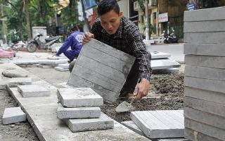 Bí thư Hà Nội chỉ đạo truy trách nhiệm việc lát đá vỉa hè