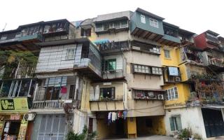 Ì ạch cải tạo chung cư cũ: Chính quyền đang dễ dãi?