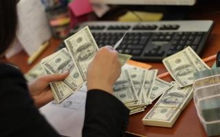 """Tỉ giá tiếp tục """"căng như dây đàn"""" và thách thức đối với Ngân hàng Nhà nước"""