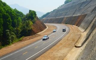 Cuối tháng 8 khởi công tuyến cao tốc Cam Lộ - La Sơn trị giá 7.669 tỉ đồng?