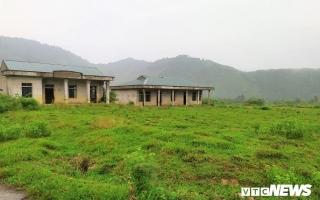 Khu tái định cư hàng chục tỷ đồng xây 10 năm chưa xong, dân làng chài ngao ngán dựng nhà tạm ven sông