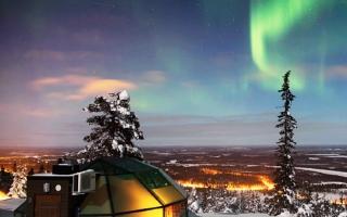 Thăm nhà chụp lồng kính trú đông, ngắm cực quang