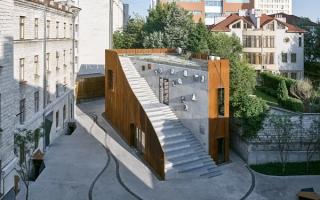 Nhà bọc thép cùng kiến trúc bậc thang lạ mắt