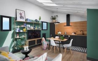 Mộc mạc, tinh tế với căn nhà hai màu xanh lá và đen