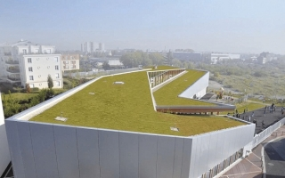 Ngôi trường nhỏ ở Grand Paris với mái cỏ xanh và gấp khúc