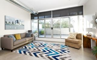 Làm đẹp nội thất phòng khách bằng thảm trang trí