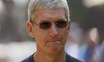 """CEO Apple bị giảm thu nhập vì """"lỡ hẹn"""" với mục tiêu doanh thu"""