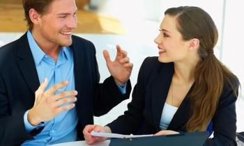 """9 thủ thuật tâm lý giúp bạn trở thành người """"giao tiếp cuốn hút và thú vị"""""""