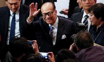 'Siêu nhân' Lý Gia Thành nghỉ hưu, trao tài sản 80 tỉ đô cho con trai