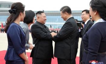 Biển người và lễ tiếp đón ông Tập trọng thị ở Triều Tiên