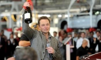 Elon Musk có thêm 2,1 tỷ USD tuần này