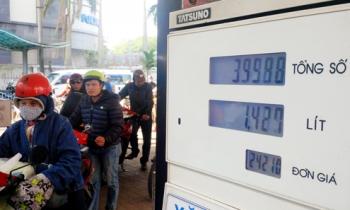 Giá xăng tăng gần 600 đồng