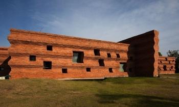 Ngắm học viện xưởng phim hình khối gạch xoắn lượn