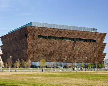Lạ lẫm kiến trúc phân tầng Bảo tàng Văn hóa Lịch sử người Mỹ gốc Phi