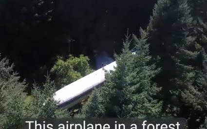 Người đàn ông sống trong máy bay khổng lồ giữa rừng Mỹ