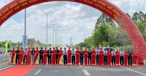 Cầu Vàm Cống chính thức được thông xe