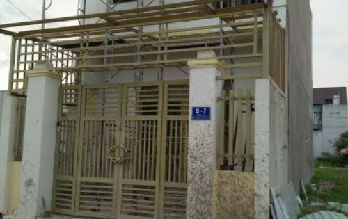 Cần bán nhà đnag xây 1 tret 1 lau MT đường Trần Quang Đạo, Củ Chi, DT 5,6x20/ SHR