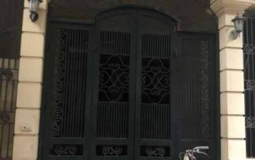 Bán nhà không qua trung gian, sổ đỏ chính chủ tại tổ 11 ngõ 109 phố Bồ Đề, quận Long Biên, Hà Nội.