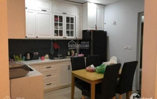 Chính chủ cần bán căn 3 phòng ngủ chung cư Green Stars nội thất sàn gỗ, tủ bếp bằng gỗ Óc Chó
