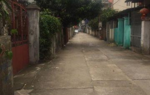 Lô đất đẹp nhất Đông Dư 33m2 ngay trung tâm xã. Giá 24 triệu/m2. LH 0965119988.
