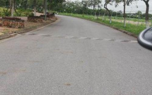 Bán đất mặt đường 379 ngay gần cầu Thanh Trì 150m2, giá 85 triệu/m2. LH 0965119988.