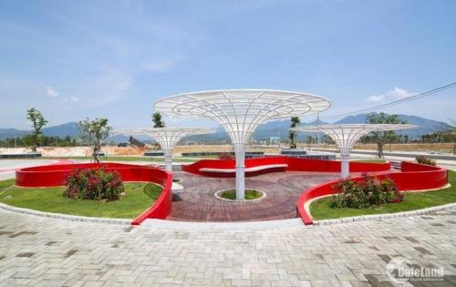 Bán đất ven biển cách đường Nguyễn Tất Thành 500m, view hồ, view công viên và khu dân cư đông đúc.