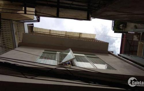 Bán nhà phố Hoa Bằng Cầu Giấy,30m2, nở hậu, lô góc 2 mặt thoáng. Giá 2.66 tỷ