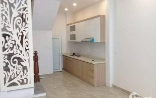 Bán nhà ngõ 10 Tôn Thất Tùng, nở hậu, nhà mới đẹp long lanh. Giá 2.85 tỷ.