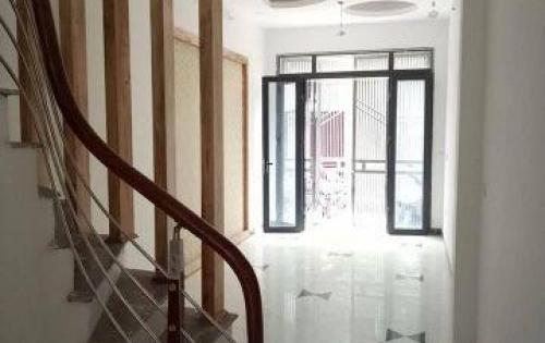 NGON-BỔ-RẺ,  Nhà mặt phố Giáp Bát, 42m2, 5 tầng chỉ 3 tỷ