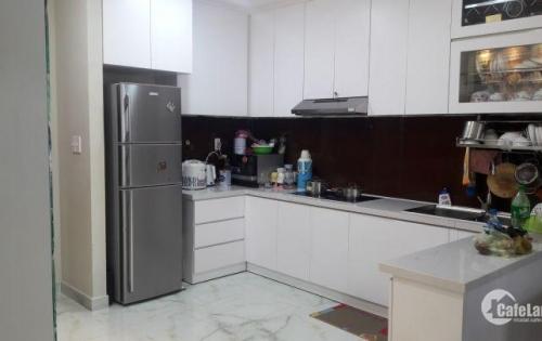 Cần bán gấp căn hộ cao cấp Gold View Q4 2 phòng ngủ 80M2