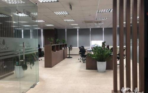 Cần cho sang nhượng văn phòng dt 160m cực đẹp giá rẻ trung tâm Cầu Giấy