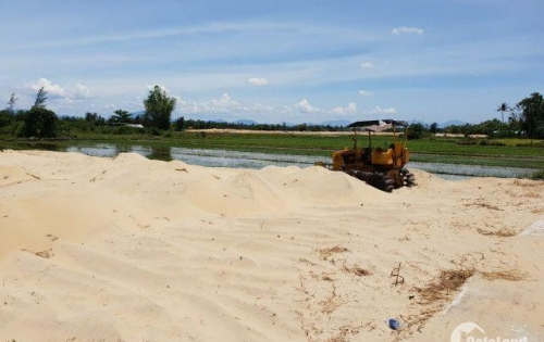 Đất nền nằm ở vị trí mặt tiền sông cổ cò đối diện biển hà my giá 9tr/m2