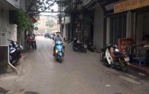 Bán nhà phân lô ô tô vào nhà Văn Cao, ngõ ô tô, cách mặt phố 10m, 4.65 tỷ.