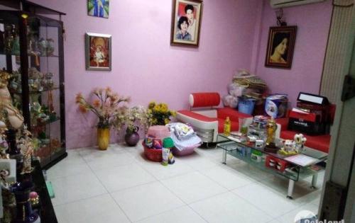 Gia đình chuyển đi nên cần bán nhà riêng tại Yên Hòa, Cầu Giấy. DT: 39.5m2, giá 4.1 tỷ
