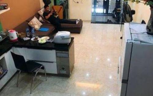 Cần tiền bán gấp nhà Thịnh Quang trung tâm Đống Đa giá 2.75 tỷ.