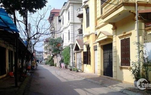 Bán nhà ô tô đỗ cửa, phố Tây Sơn, giá 2,5 tỷ.