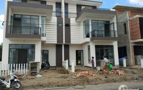 Bán Nhà Biệt Thự Ven Sông Nam Sài Gòn Dt 8x14 Có 1 Trệt 2 Lầu 3 Pn Giá 2,5 Tỷ Shr Nằm Mặt Tiền QL1A