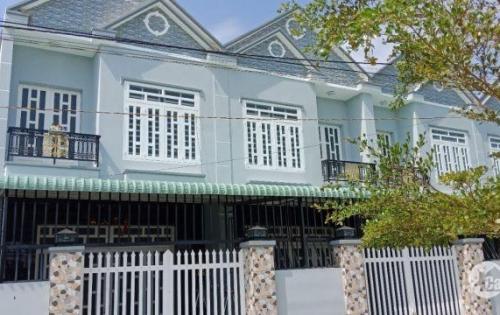 Kẹt vốn bán rẻ căn nhà 1 lầu kiên cố ngay Ủy Ban xã Hưng Long sổ riêng giá chỉ 900tr