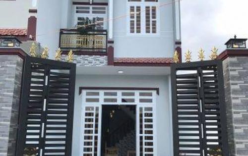 Kẹt vốn bán rẻ căn nhà 1 trệt 1 lầu kiên cố ngay Ủy Ban xã Hưng Long sổ riêng giá chỉ 900tr